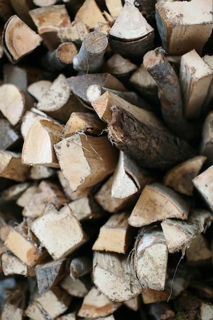 Holzscheite gestapelt Premium Fotos