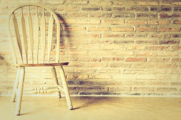 Holzstuhl und tisch Kostenlose Fotos