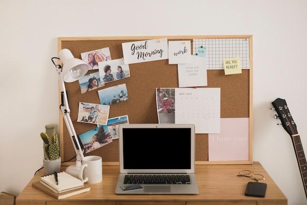 Home-office-schreibtisch-design verspotten Kostenlose Fotos