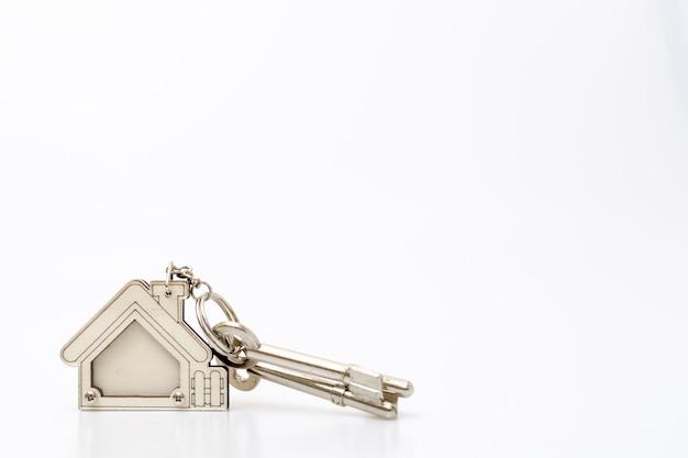 Home-taste auf dem tisch. konzept für immobiliengeschäfte. Premium Fotos