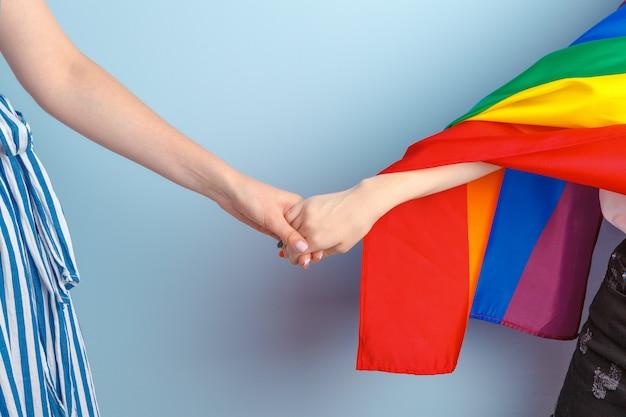Homosexuelle liebe und ehe. nahaufnahme eines glücklichen lesbischen paares Premium Fotos