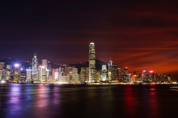 Hong kong skyline kowloon vom hügelsonnenuntergang fei ngo shan Premium Fotos