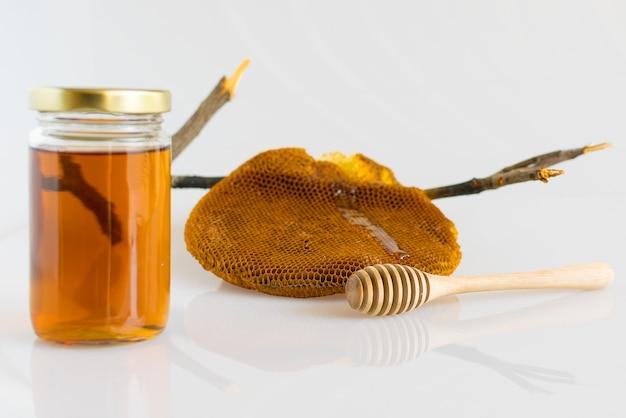 Honig mit honigwabe Premium Fotos