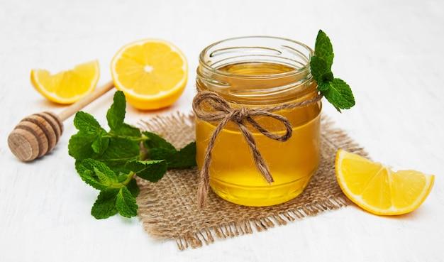 Honig mit zitrone und minze Premium Fotos