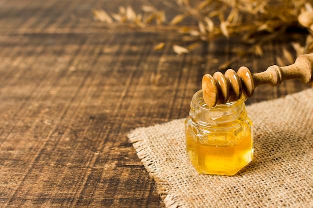 Honiglöffel auf glas Kostenlose Fotos