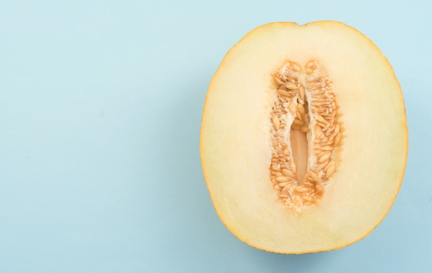 Horizontaler schuss der halben melone Kostenlose Fotos