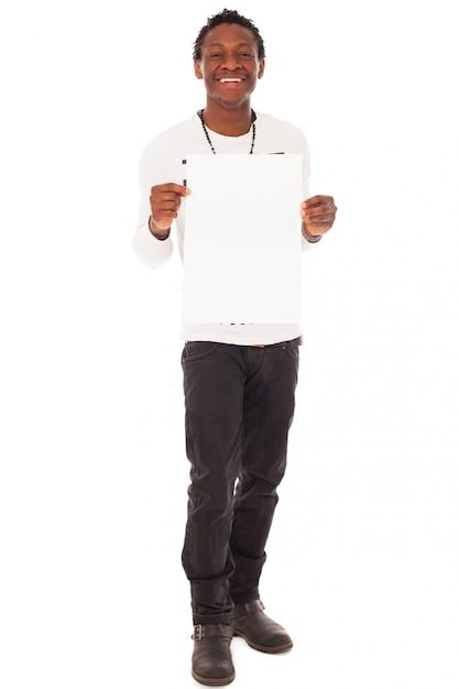 Hübscher schwarzer kerl mit leerer tabelle Kostenlose Fotos