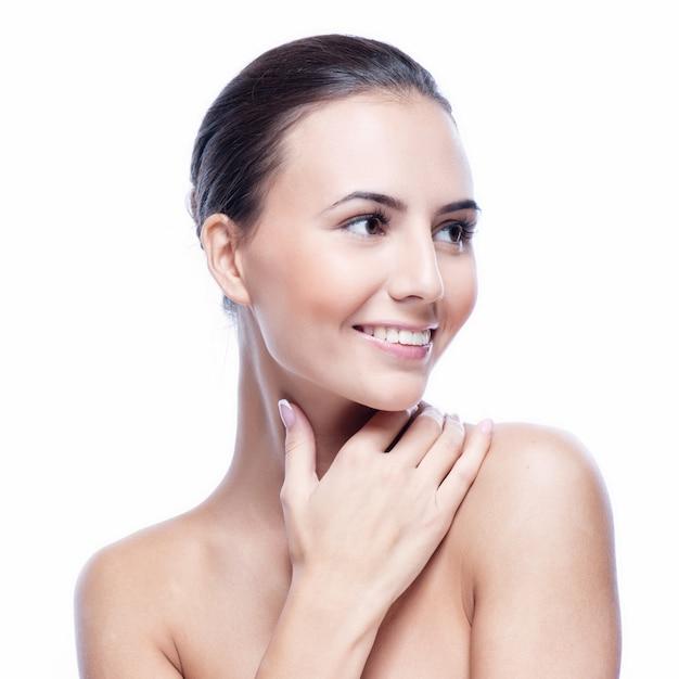 Hübsches gesicht der schönen lächelnden frau Premium Fotos