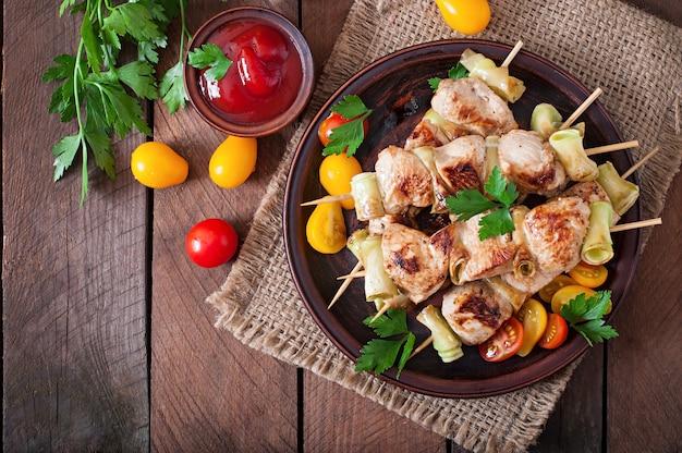 Hühnerschaschlik mit zucchini Kostenlose Fotos
