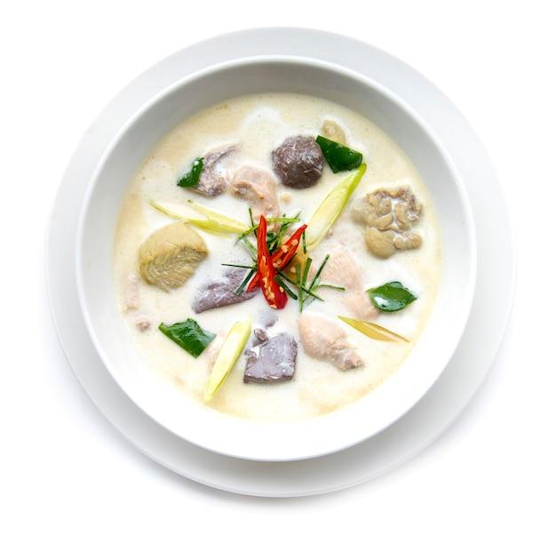 Huhn mit kokosmilchsuppe Premium Fotos