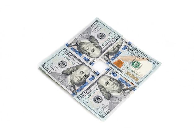 Hundert amerikanische dollar gestapelt in einem quadrat auf einem weißen hintergrund Premium Fotos