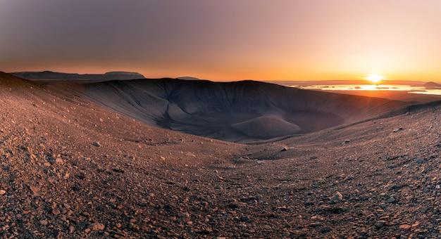 Hverfjall-vulkanberg in nordisland. Premium Fotos