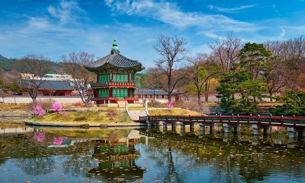Hyangwonjeong-pavillon, gyeongbokgungs-palast, seoul, südkorea Premium Fotos
