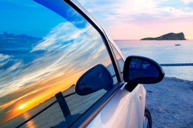 Ibiza cala conta conmte im autoglasfenster Premium Fotos