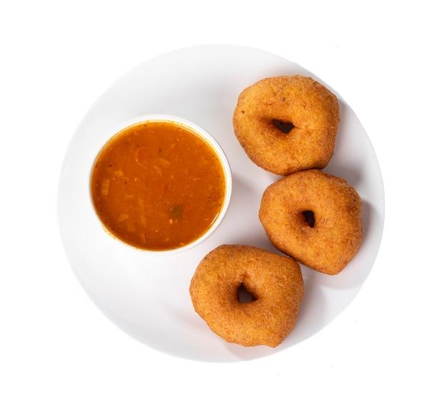 Idli, sambar, vada und kokosnuss-chutney, südindisches frühstück Premium Fotos