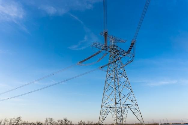 Im freien tower wire Premium Fotos