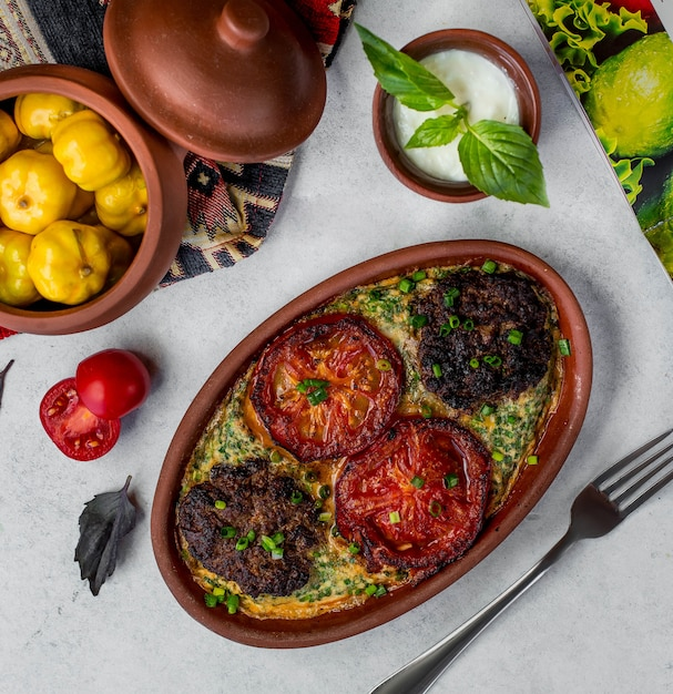 Im ofen gebratenes fleisch und gemüse Kostenlose Fotos