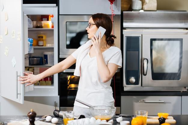 In der küche anrufen Kostenlose Fotos