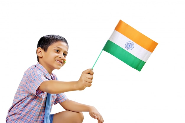 Indische flagge in der kinderhand Premium Fotos
