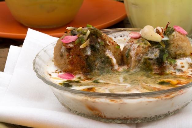 Indische küche dahi vada Premium Fotos