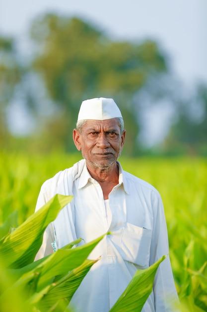 Indischer bauer am feld Premium Fotos