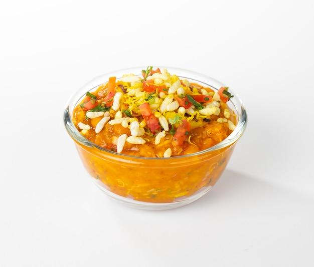 Indisches populäres straßenlebensmittel ragda pattice Premium Fotos