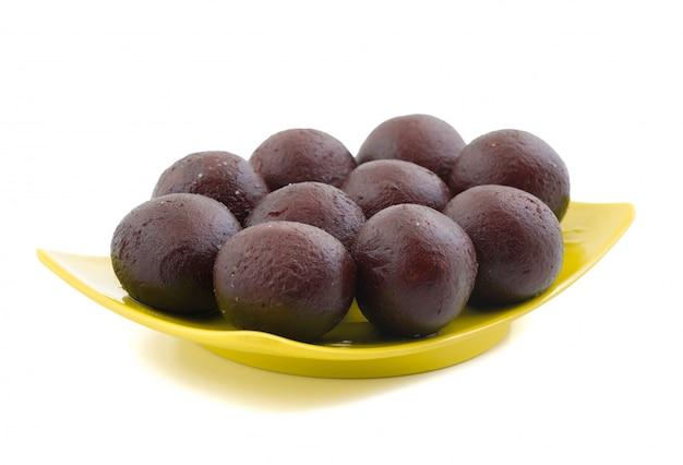 Indisches süßes lebensmittel-süßes schwarzes gulab jamun Premium Fotos