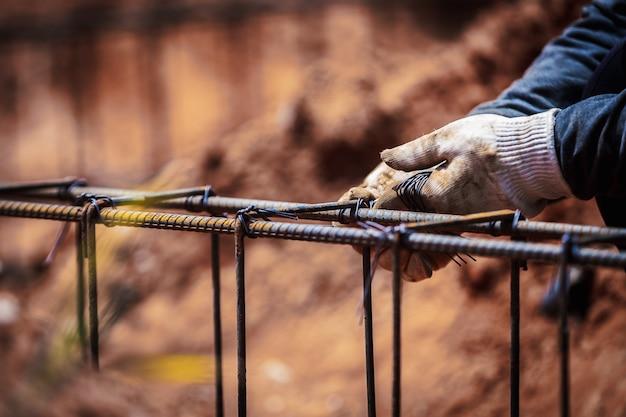 Industriebaustellearbeitskraftarbeiter-drahtstahlstange Premium Fotos