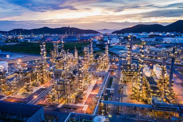 Industriegebiet öl- und gas-lpg-raffinerieanlagen und -speicher-pipeline in thailand Premium Fotos