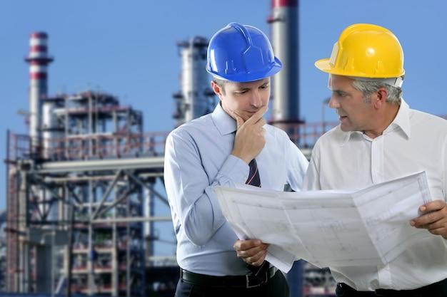 Ingenieur-architekt zwei expertise team industrie Premium Fotos