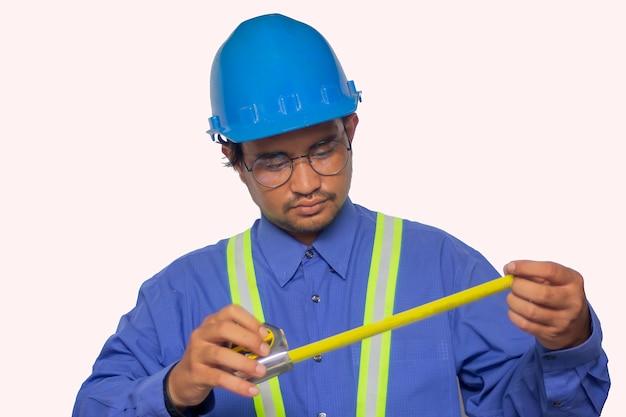 Ingenieur auf einem weißen hintergrund Premium Fotos