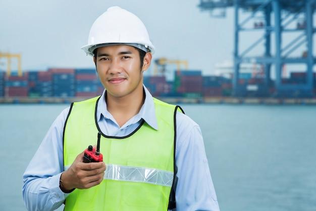 Ingenieure für die männer des verschiffungshafens Premium Fotos