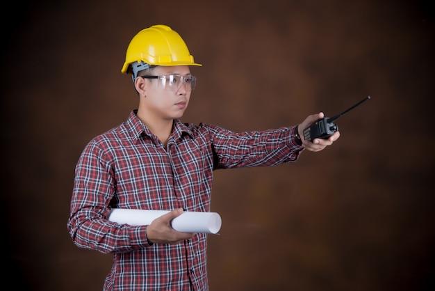 Ingenieurmann, bauarbeiterkonzept, blaupause Kostenlose Fotos