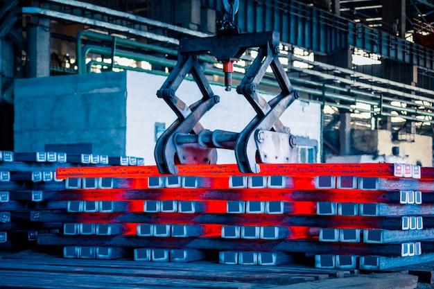Innenansicht einer stahlfabrik Kostenlose Fotos