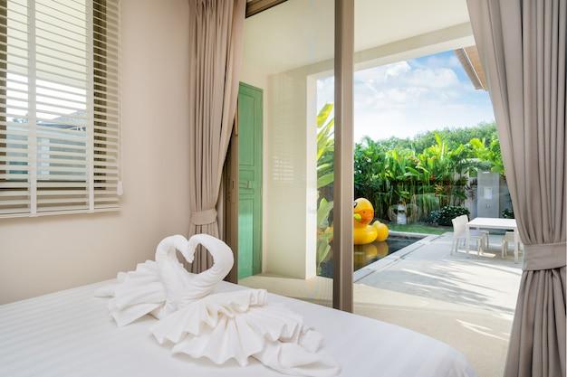 Innenarchitektur im schlafzimmer des poollandhauses Premium Fotos