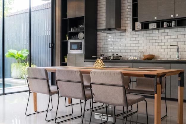 Innenhauptdesign im wohnzimmer im dachbodenhaus Premium Fotos