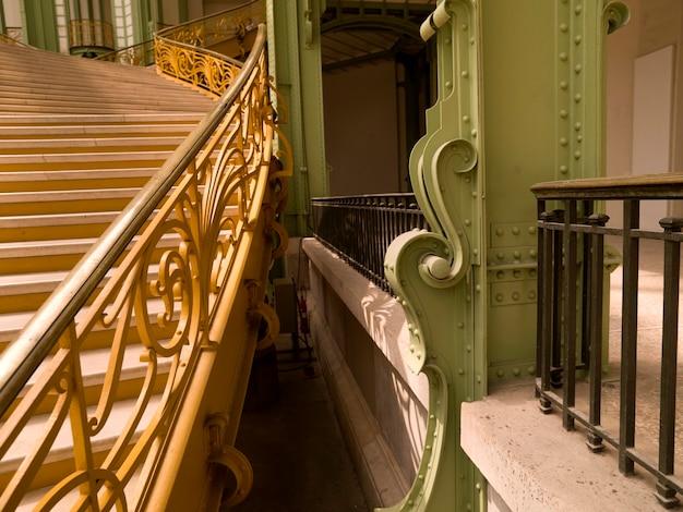 Innentreppen des großartigen palastes in paris frankreich Premium Fotos