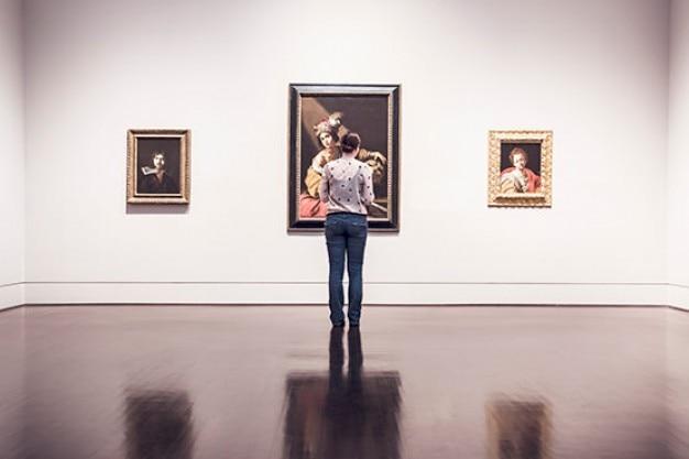 Innerhalb der kunstgalerie Kostenlose Fotos