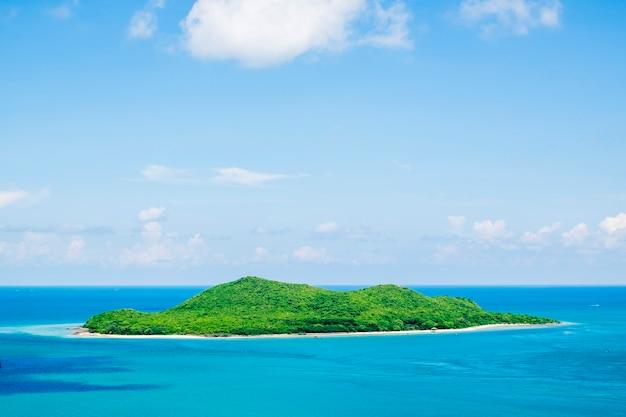 Insel im blauen ozean Kostenlose Fotos