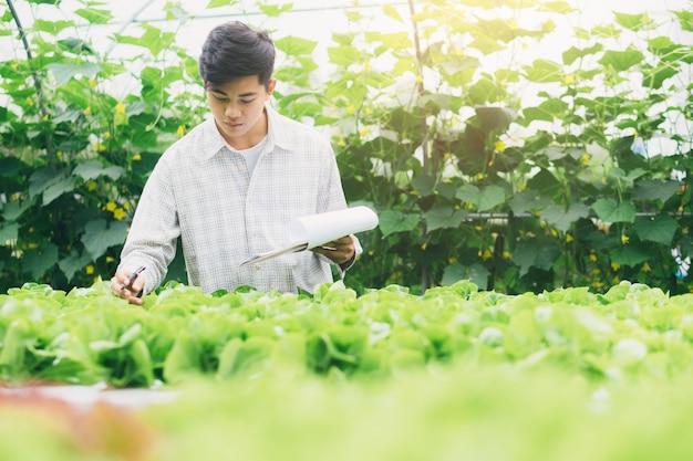 Intelligente landwirtschaft mit modernen technologien in der landwirtschaft. Premium Fotos