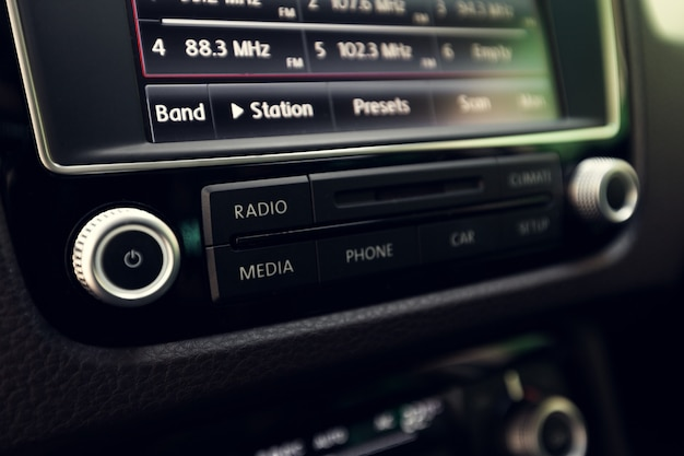 Intelligentes multimedia-touchscreen-system für automobile Premium Fotos