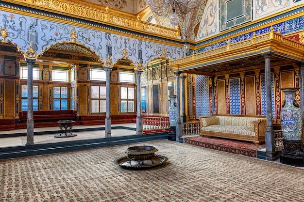 Istanbul, türkei, 22.05.2019: sofa in topkapi Premium Fotos