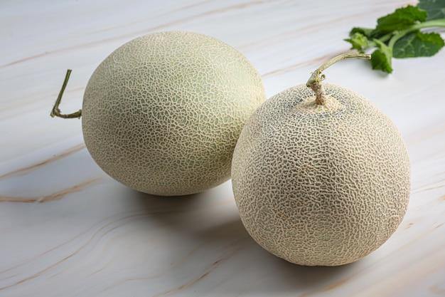 Japanische melone oder melone, melone, saisonale frucht, gesundheitskonzept. Kostenlose Fotos