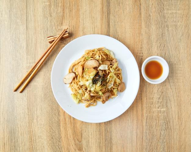 Japanische nahrungsmittelnudeln yakisoba Premium Fotos