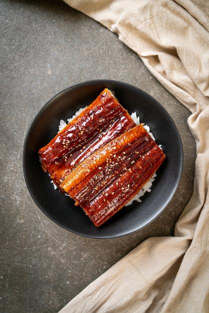 Japanischer aal, gegrillt mit reisschüssel oder unagi don - japanischer essensstil Premium Fotos