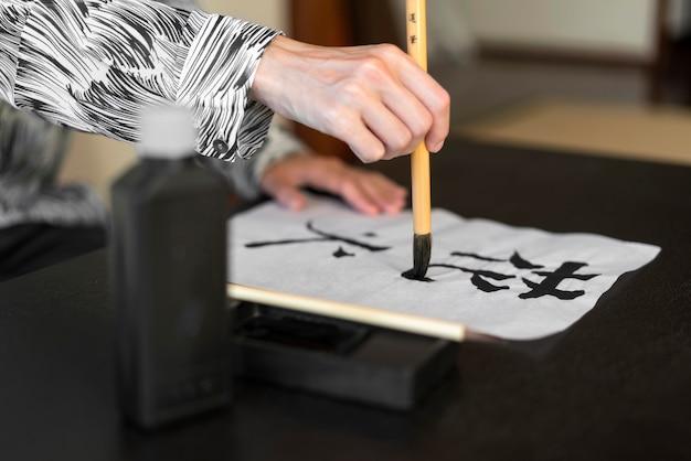 Japanischer schriftzug auf papier Kostenlose Fotos