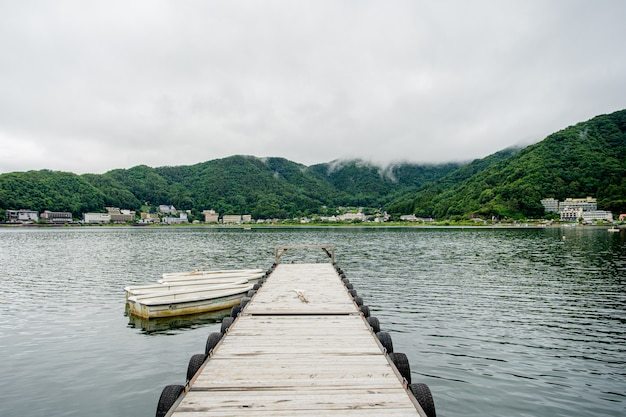 Japanischer see nahe fuji-berg Premium Fotos