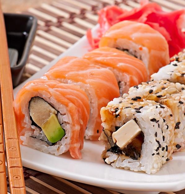 Japanisches essen - sushi und sashimi Premium Fotos