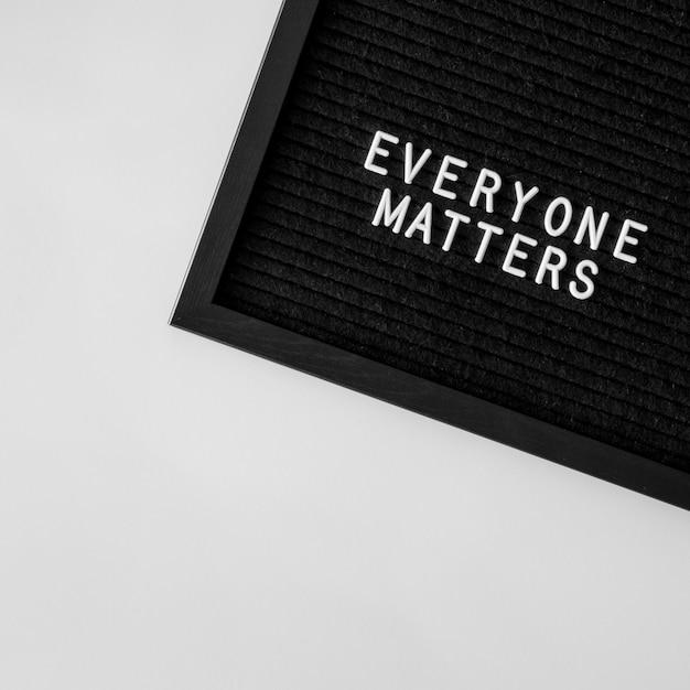 Jeder zählt zitat auf schwarzem stoff Kostenlose Fotos