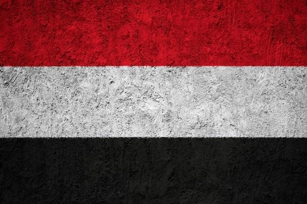 Jemen-flagge auf grunge-wand gemalt Premium Fotos